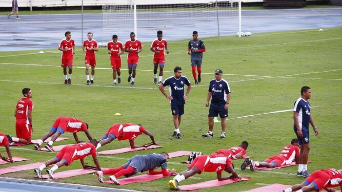 Gallego sigue fase de microciclos con jugadores de la liga local