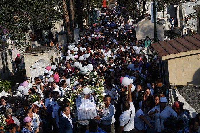 Miles despiden a niña asesinada en México; mujeres piden a Presidente tomar medidas