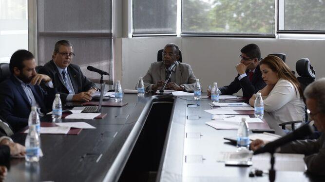 Comisión de Gobierno inicia conversatorio sobre el paquete de reformas a la 'Constitución'