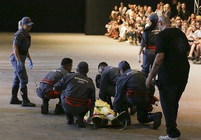 Modelo muere tras desmayarse en desfile de la Semana de la Moda en Sao Paulo