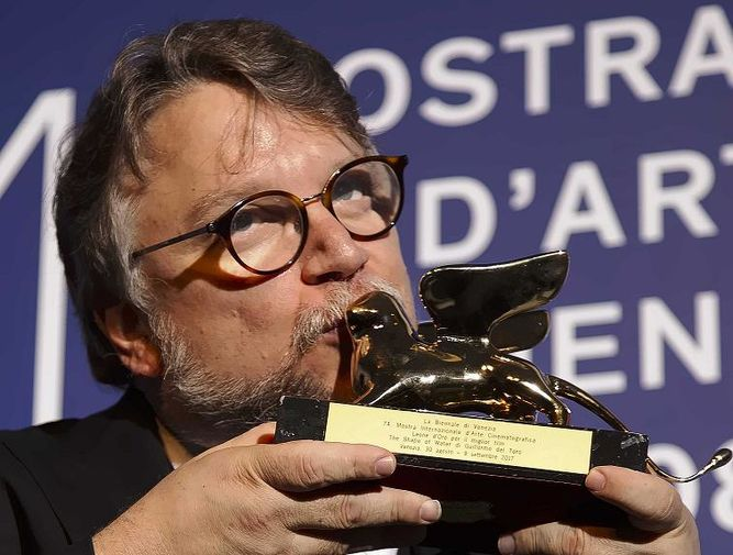 Guillermo del Toro gana León de Oro de Venecia por 'La forma del agua'