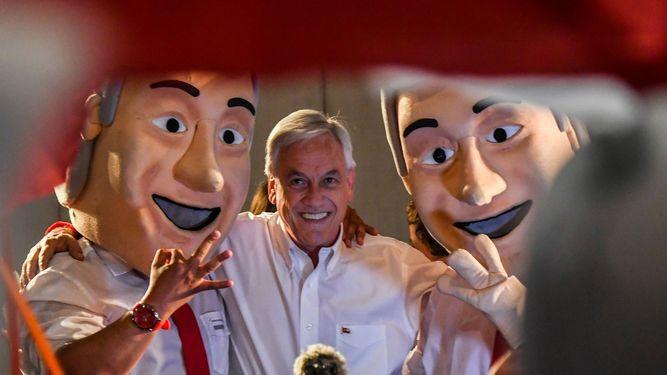 Balotaje de final abierto entre derechista Sebastián Piñera y oficialista Alejandro Guillier