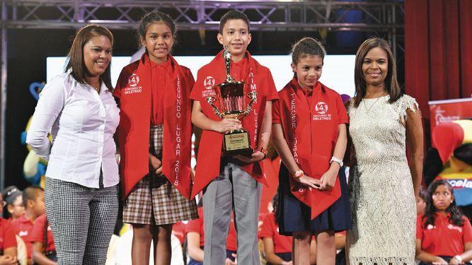Estudiantes de seis regiones educativas muestran sus destrezas en la gran final