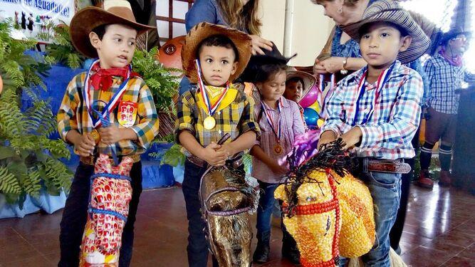 Con concurso de caballito de palo se inicia fiesta patronal de Aguadulce