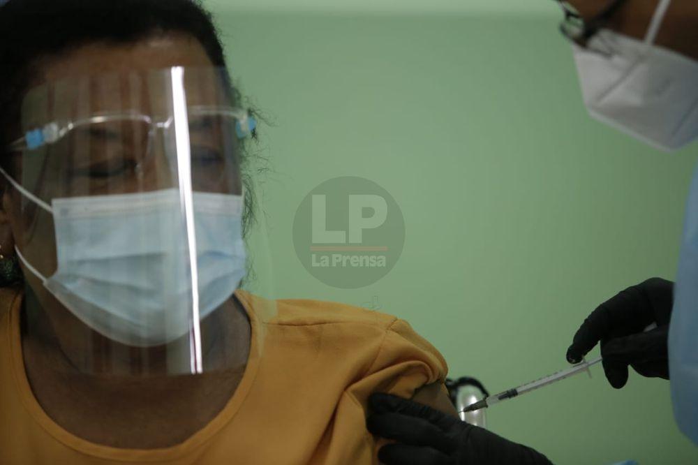 Presidente Cortizo dice que siguen evaluando los efectos de la vacuna de AstraZeneca