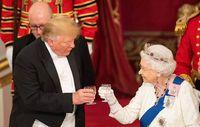 Trump es recibido por la reina Isabel II tras llegar a Londres insultando a su alcalde