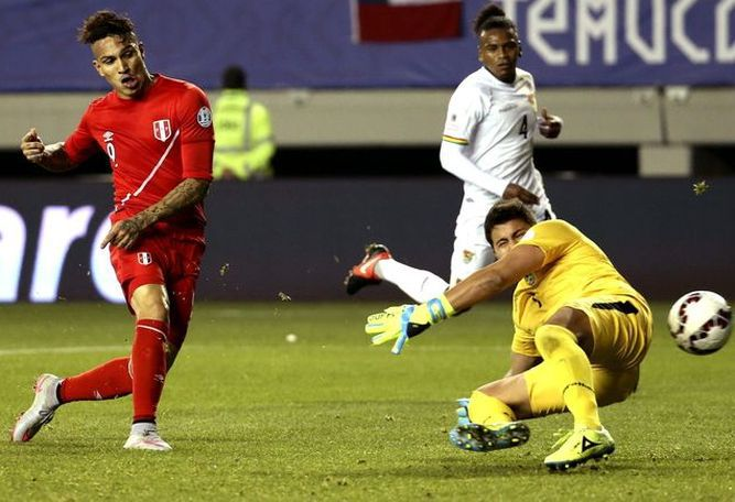 Tres goles de Guerrero ponen a Perú en semifinales