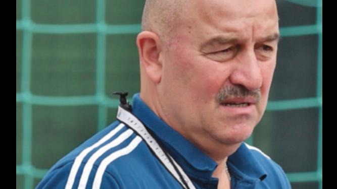 No hay presión, admite el entrenador ruso Cherchesov