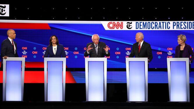 El debate demócrata se centra en ataques contra Donald Trump y críticas a Elizabeth Warren