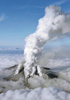 Erupción de volcán deja 40 heridos