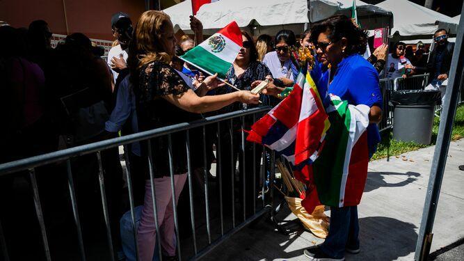 Lágrimas y serenatas en el tributo al cantante mexicano José José