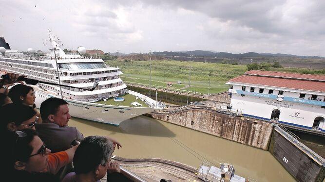 Canal seduce a cruceros