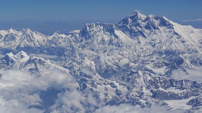 Mueren otros dos alpinistas en el Everest, van 10 víctimas mortales