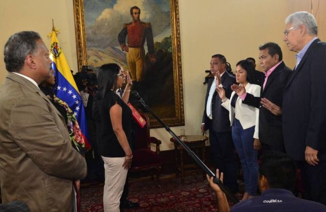 Cuatro gobernadores opositores se juramentaron ante la constituyente venezolana
