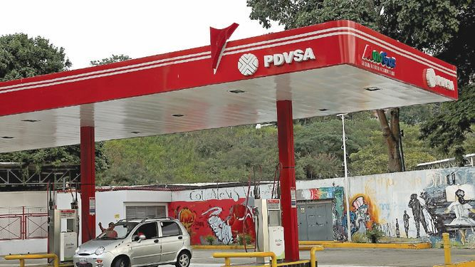 Venezolanos se enfrentan ahora a la escasez de gasolina