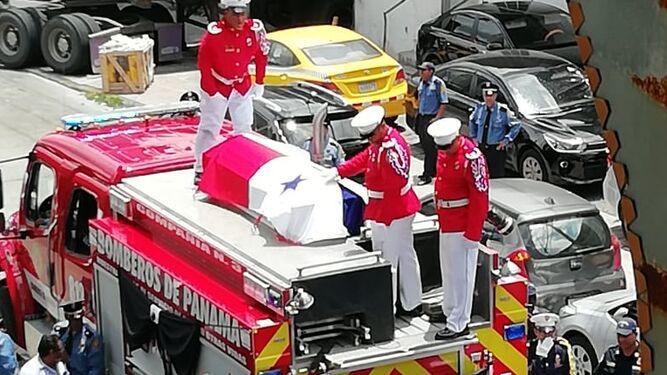 Despedida con honores para bombero que murió en incendio en El Chorrillo
