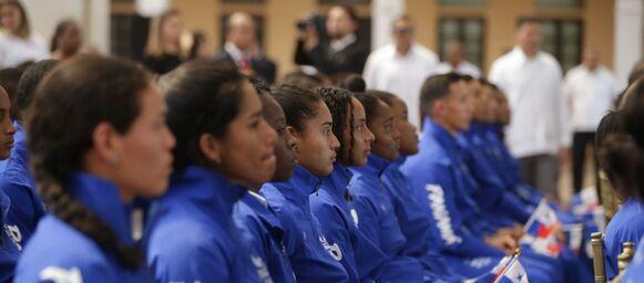 Cortizo entrega bandera a atletas panameños que competirán en Juegos Panamericanos de Lima