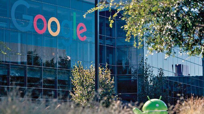 La UE impone a Google multa histórica de $5,000 millones