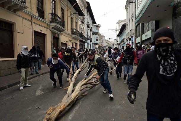 Ecuador: Moreno abre las puertas al diálogo, mientras manifestantes asaltan sede del Congreso