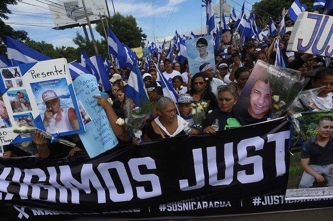 Multitudinaria marcha de las Madres termina en masacre