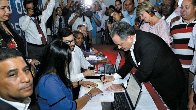 Se afianza la carrera electoral en el PRD