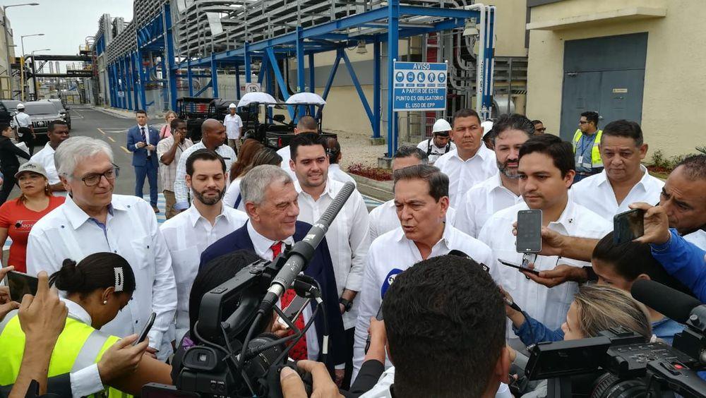 Michael Kozak  bautiza el 'hub' de gas ubicado en la provincia de Colón