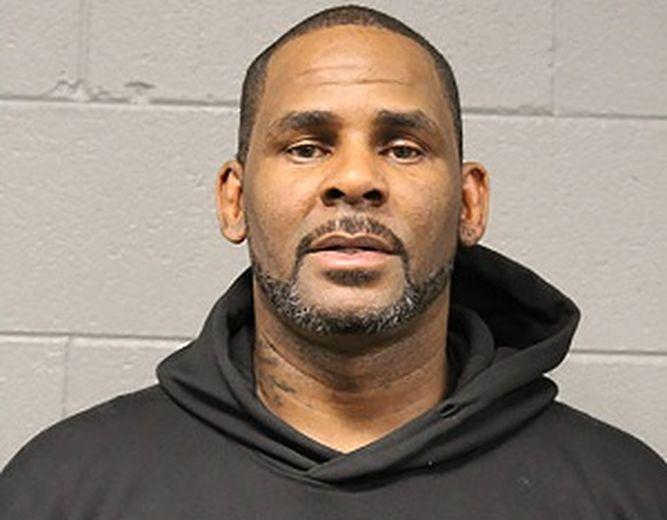 Fijan fianza de un millón de dólares a cantante R. Kelly acusado de abuso sexual
