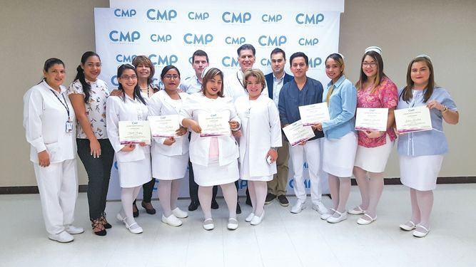 Graduación del curso de capacitación en cuidado del paciente crítico por el CMP