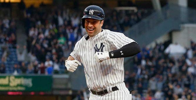 Con 'hit' de Walker Yankees vencen a los Atléticos