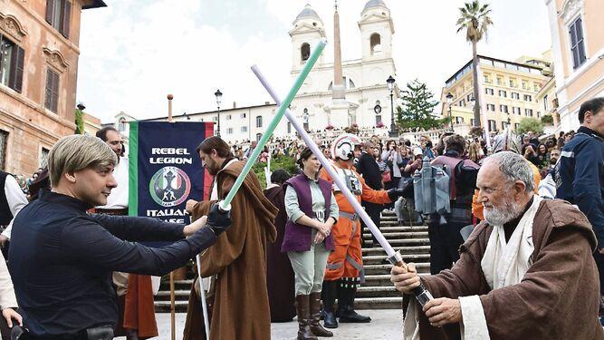 Fanáticos de 'Star Wars' hacen reservas en Disney