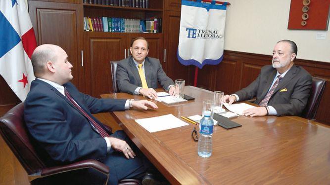 Miguel Antonio Bernal demanda a los tres magistrados del Tribunal Electoral