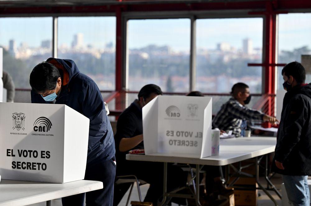 Inician elecciones generales en Ecuador en medio de la pandemia
