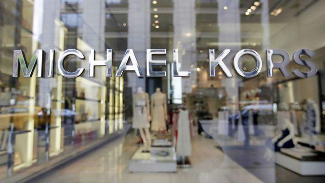 El grupo de moda Michael Kors compra Versace