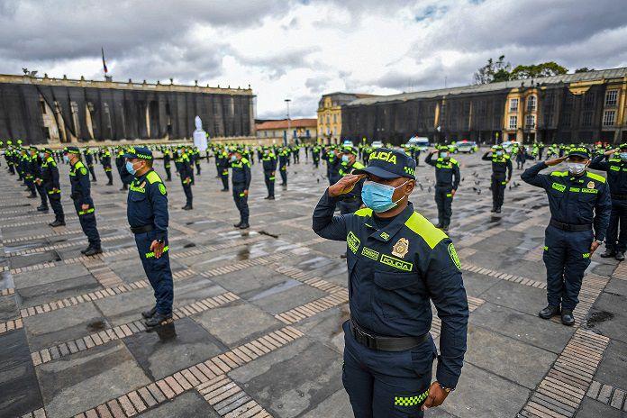 Gobierno de Colombia presenta reforma de la policía, cuestionada por abusos