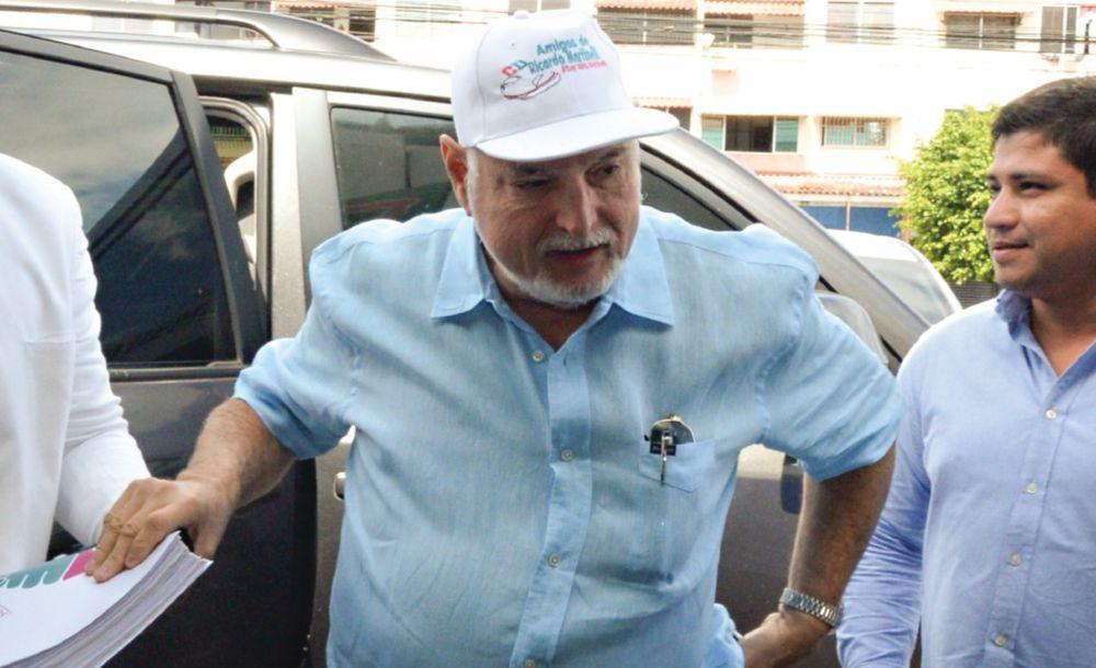 Martinelli amenaza con 'secuestrar la administración' de Corprensa