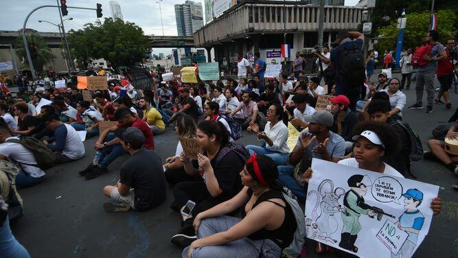 '¡Viva la juventud en la calle!', la consigna en el quinto día de protestas contra las reformas a la Constitución