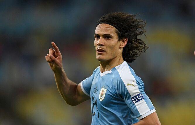 Cavani mete de cabeza a Uruguay como primera del grupo C y va contra Perú