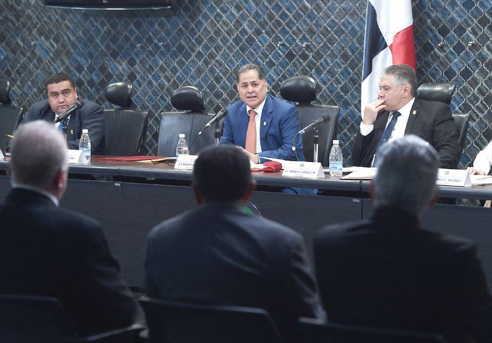 Comisión abre debate sobre los  magistrados
