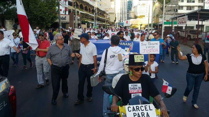 Ciudadanos piden en la calle un alto a la impunidad en casos de corrupción