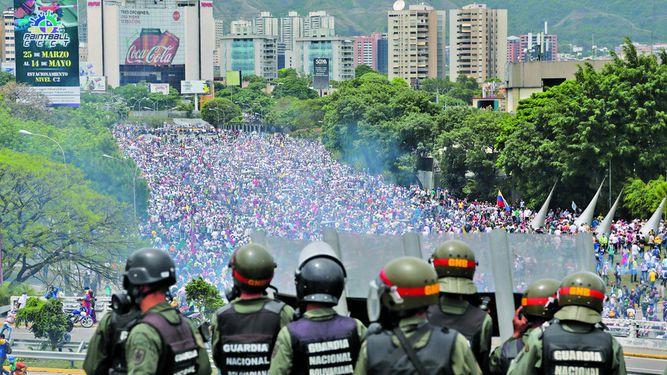 Gobierno de Maduro rechaza examen de la CPI por 'crímenes'