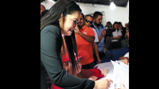 Se suman más precandidatos a la carrera electoral del PRD