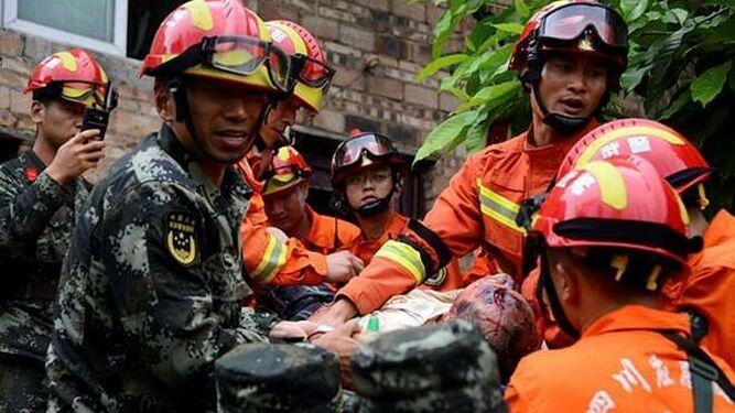 Al menos 11 muertos y 122 heridos por sismo en China