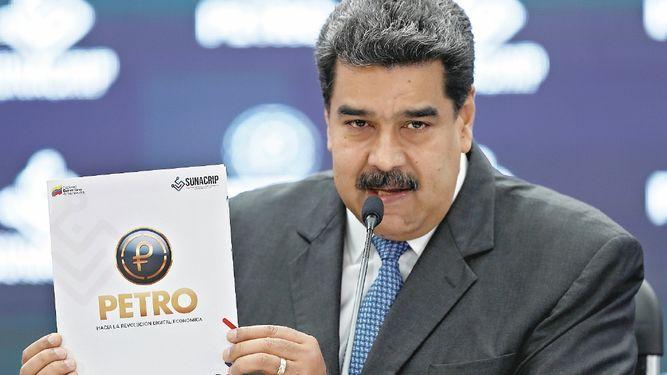 Venezuela simula resistir presión internacional