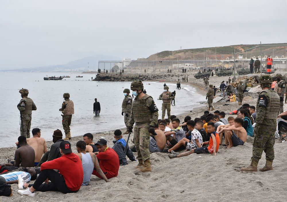 España promete 'restablecer el orden' en Ceuta ante la grave crisis migratoria