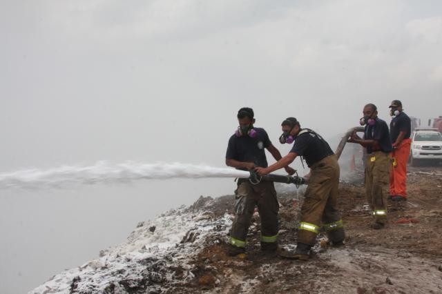 Espuma disminuye intensidad del fuego en cerro Patacón, dice Ho