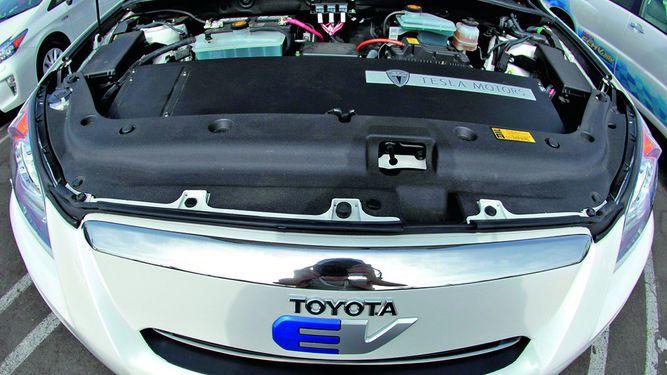Mazda se asocia con Toyota Corp.