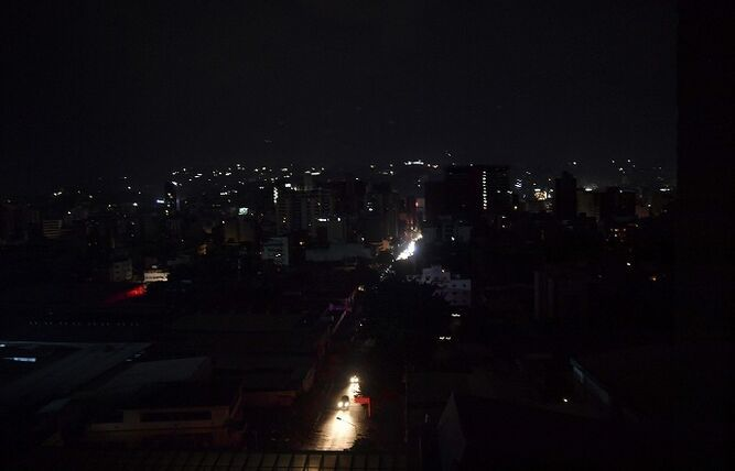 Apagón deja a oscuras a casi toda Venezuela