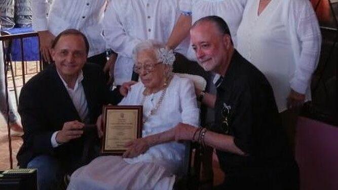 Tribunal Electoral hace reconocimiento a la mujer más longeva