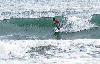 Alfonso triunfa en circuito de surf