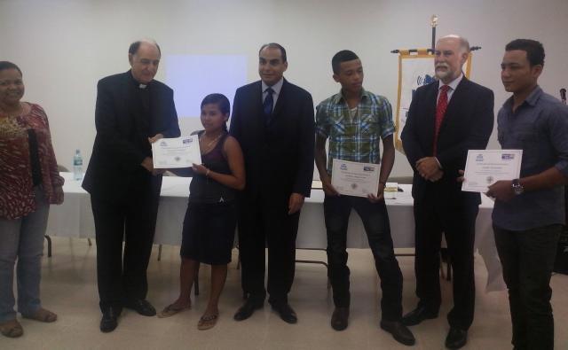 Panameños se gradúan a través del programa El Maestro en Casa